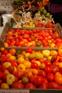 market-tomatoes-and-garlic1-200x300